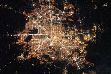 1024px-Houston,_Texas_at_Night_2010-02-28_lrg